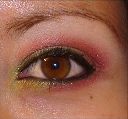 Red and Green Holiday Eye Look