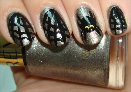 Flash Spider & Cobweb Halloween Nail-Art Tutorial