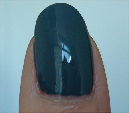 Natural Light Essie Winter Collection 2011 Swatches School of Hard Rocks Review