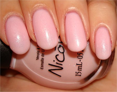 Flash Kardashian Kolors Collection Nicole by OPI Swatches Kim-pletely in Love Review