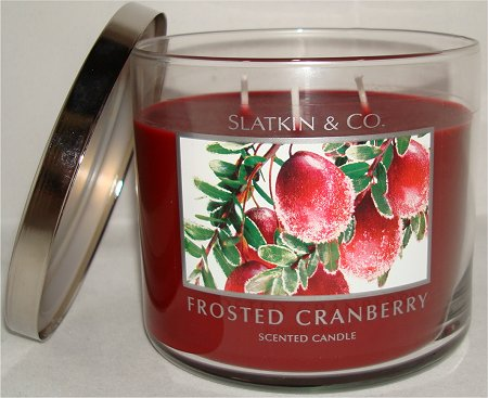 Slatkin and Co. Bath & Body Works Frosted Cranberry Candle Review & Pictures