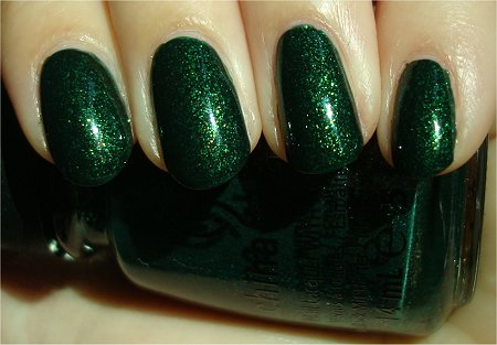 Sunlight China Glaze Let It Snow Holiday 2011 Collection Glittering Garland Swatches & Review