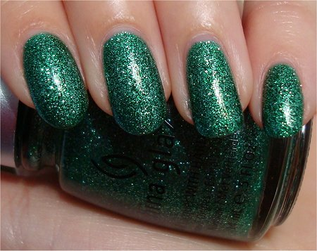 Natural Light China Glaze Mistletoe Kisses Review & Pictures Holiday 2010 Collection