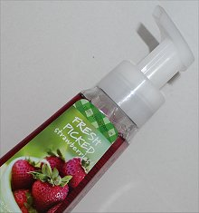 Bath & Body Works Fresh Picked Strawberries Anti-Bacterial Gentle Foaming Hand Soap Review & Pictures