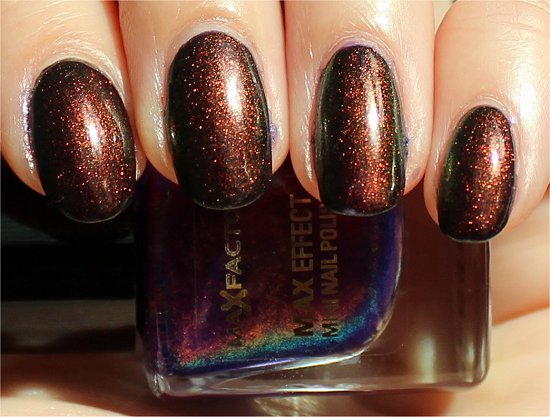 Fantasy Fire Nailpolish Swatch
