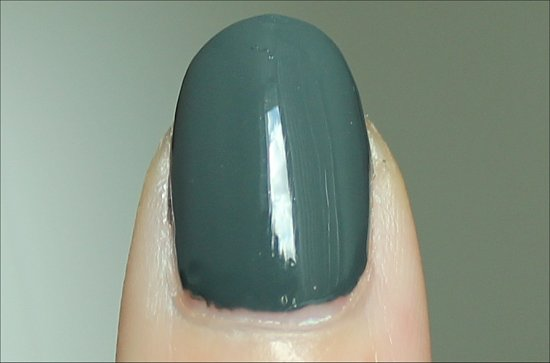Zoya-NYFW-2012-Collection-Swatches-Evvie-Swatch-Review