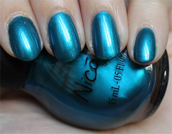 Deck-the-Dolls-Nicole-by-OPI-Kardashian-Kolors-Collection-Swatches-Review