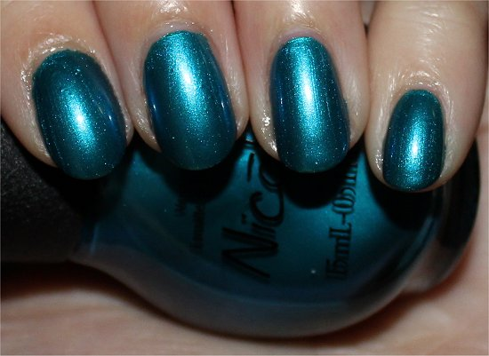 Nicole-by-OPI-Deck-the-Dolls-Swatches-Review-Photos