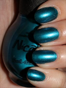 Nicole-by-OPI-Deck-the-Dolls-Swatches-Review