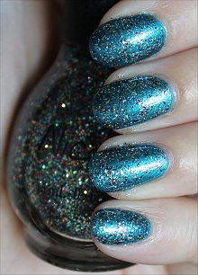 Nicole-by-OPI-Kardashing-through-the-Snow-Swatches-Review