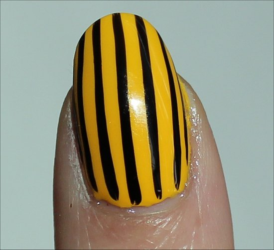 Vertical Stripe Manicure Easy Nail Art Ideas