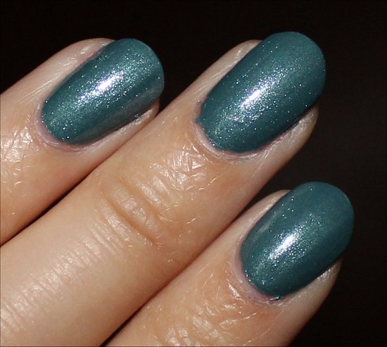 CND Vinylux Daring Escape Swatch & Photos